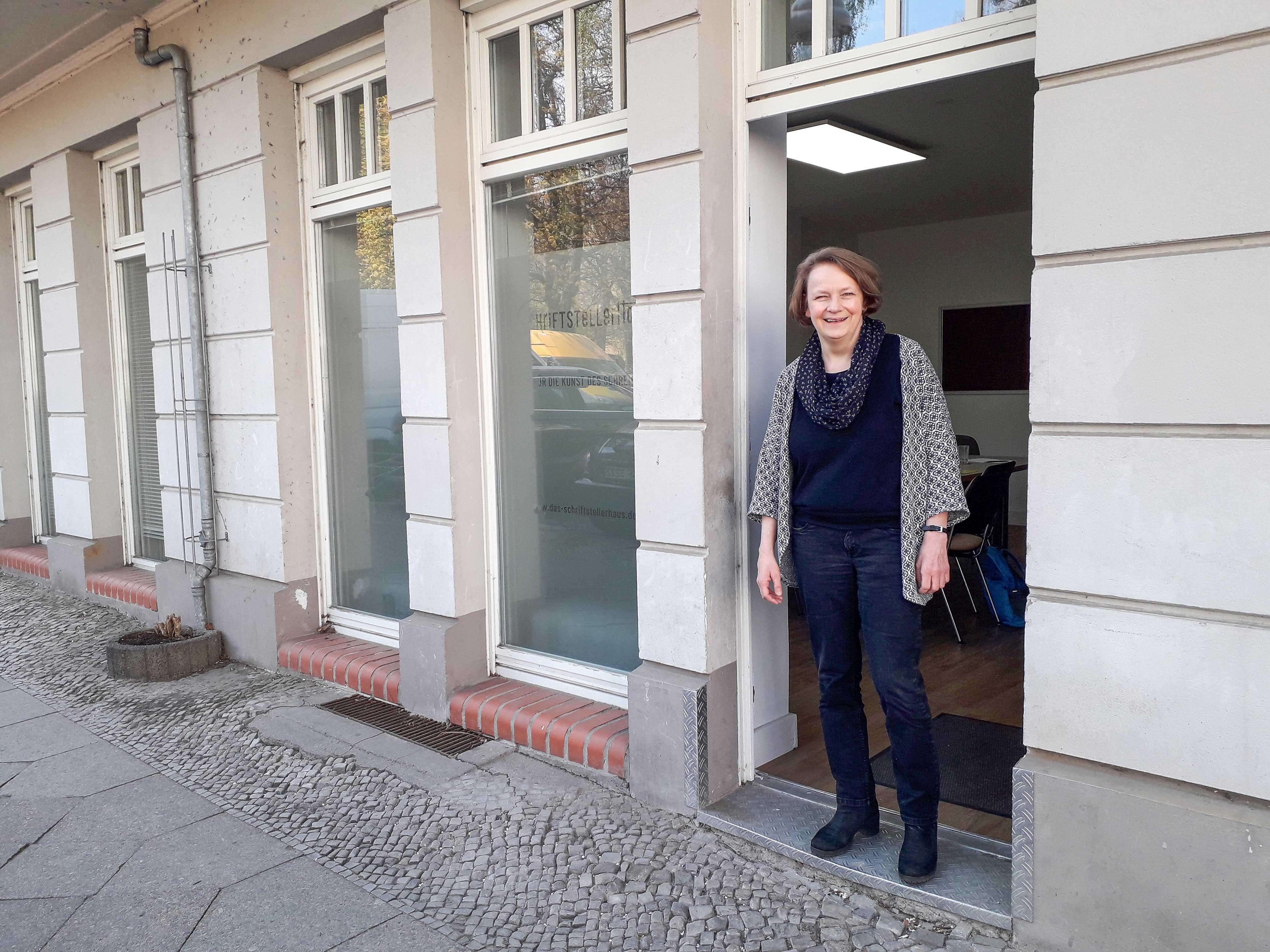 """Hereinspaziert! Ingrid Kaech sagt: """"Willkommen im Schriftstellerhaus/phase1!"""""""